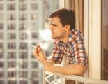 Россиянам все-таки не запретят курить на балконах