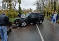 В Глазове пьяный водитель «Лэнд Ровера» столкнулся с опорой моста