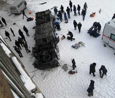 В результате падения автобуса с моста в Забайкальском крае погибли 19 человек