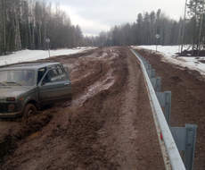 В Глазовском районе отремонтированная в 2019 году дорога превратилось в непроходимое болото