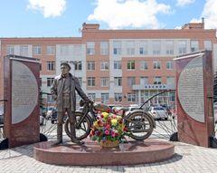 В Ижевске открыли памятник создателю мотоцикла «Иж»