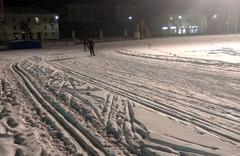На городском стадионе работает освещенная лыжная трасса