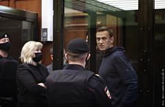 Суд отправил политика Алексея Навального в колонию