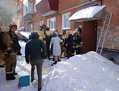 Четырех человек спасли на пожаре в Глазове