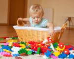 Нужны ли детям разноцветные игрушки
