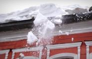 Жительница Ижевска пострадала от упавшего с крыши снега