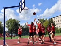 В Глазове открыли современный стадион возле гимназии №8
