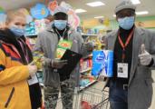 В Удмуртии продукты пенсионерам разносит волонтёр Джон Кеннеди