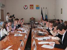 Глазовские депутаты продолжают вести прием граждан