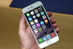 Муниципальный депутат предложил запретить продажу смартфона iPhone 6
