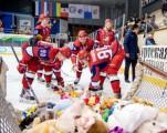 Игроки «Ижстали» передали мягкие игрушки в детский дом