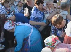 В Ижевске пенсионеры устроили давку за бесплатной кашей