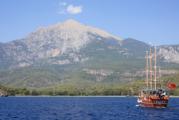 Треть российских туристов собирается провести осенний отпуск в Турции