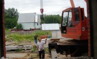 В Глазове продолжается строительство домов для переселенцев из аварийного жилья