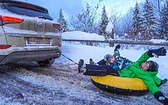 Жителя Удмуртии оштрафовали за катание детей на тюбингах за машиной