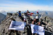 Глазовчане водрузили флаг города и ЧМЗ на высшей точке уральских гор