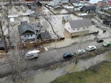 Вода в Глазове продолжает прибывать: подтоплены улицы в Западном поселке
